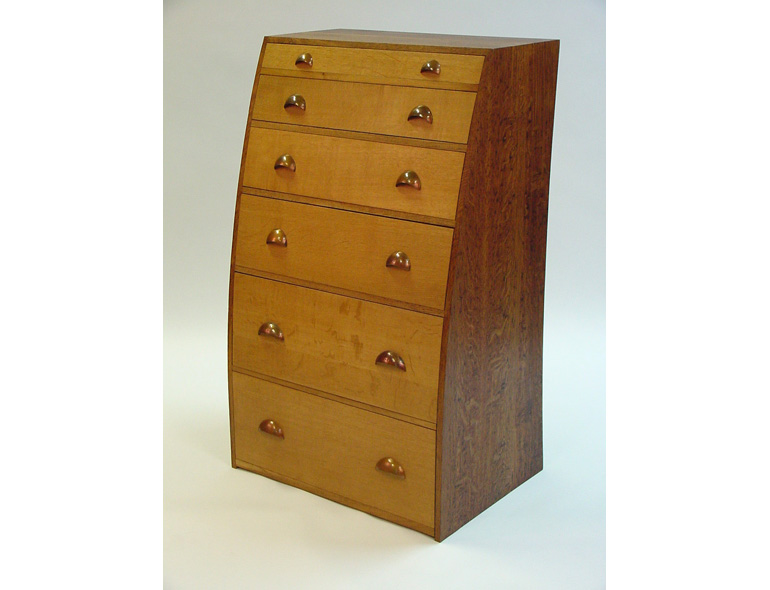 Chest of drawers (copper handles)
