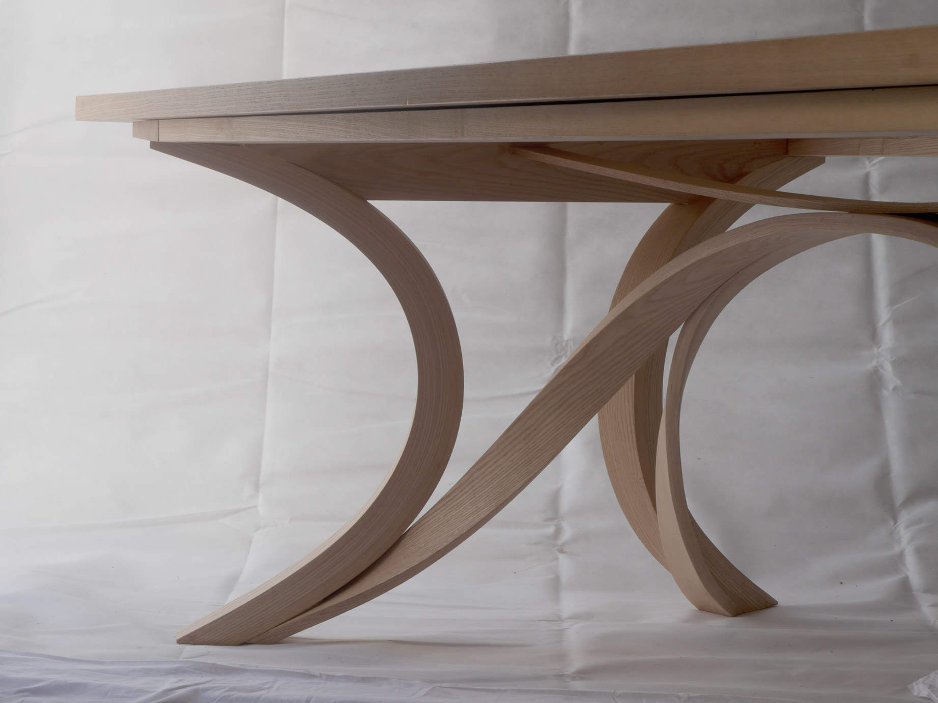 Flow dining table legs